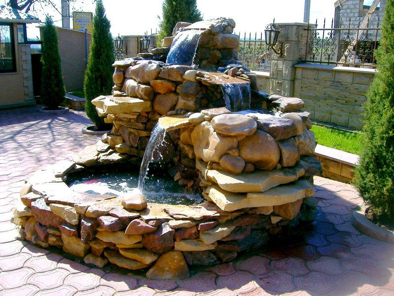 Фонтан водопад из камня своими руками 852